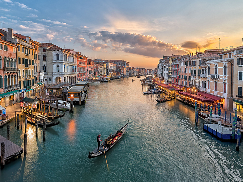Venice canal of the city, an example of what you can see with a tour realized by Rome City Transfers