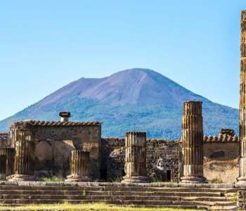 Great photo of Pompeii ruins and Vesuvio